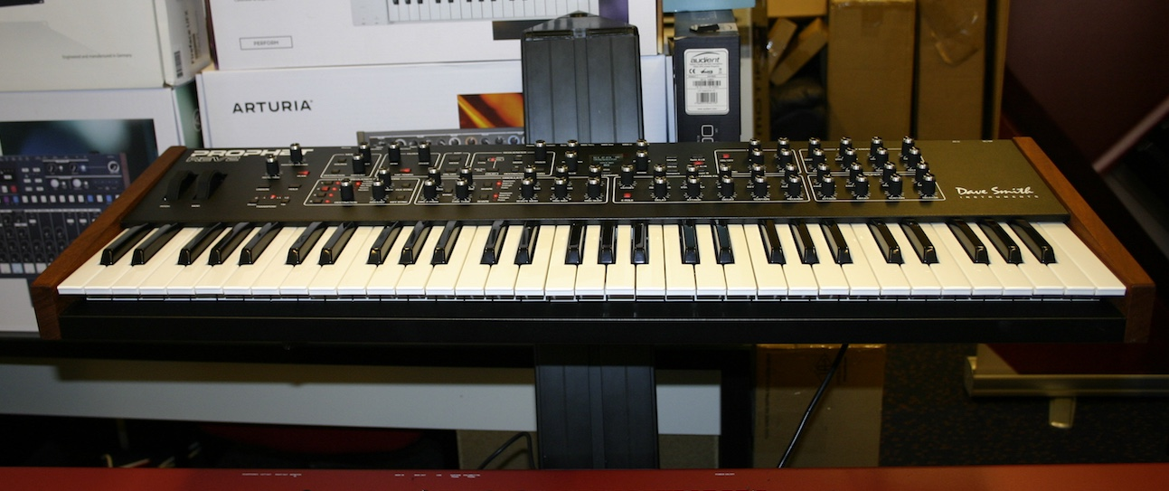dave smith instruments prophet rev2 8 voice kort gebruikt studio de dijk. Black Bedroom Furniture Sets. Home Design Ideas