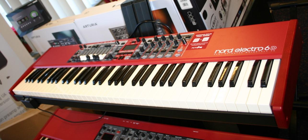 Nord Electro 6D 73 met half moon switch - Studio De Dijk